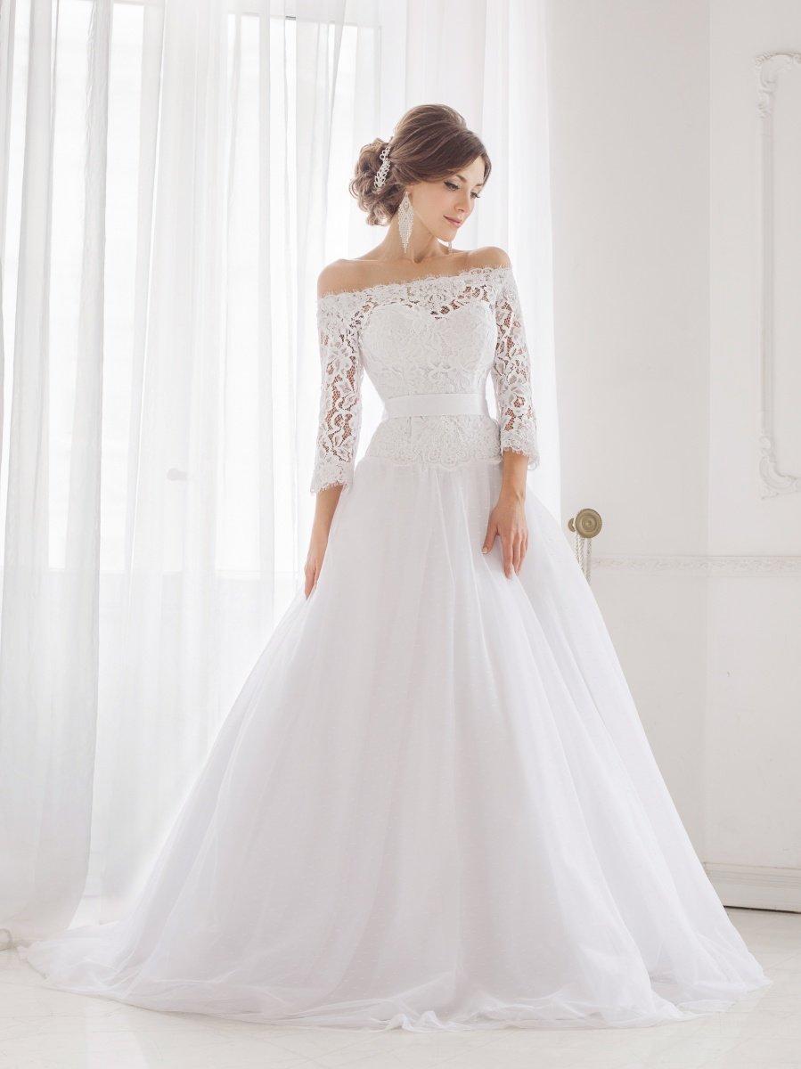 платье с открытыми плечами свадебное кружевное