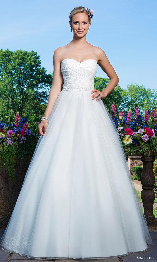 платье с открытыми плечами свадебное классика