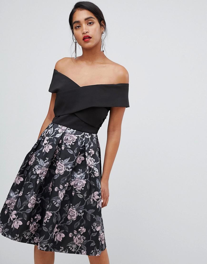 платье с открытыми плечами цветочное