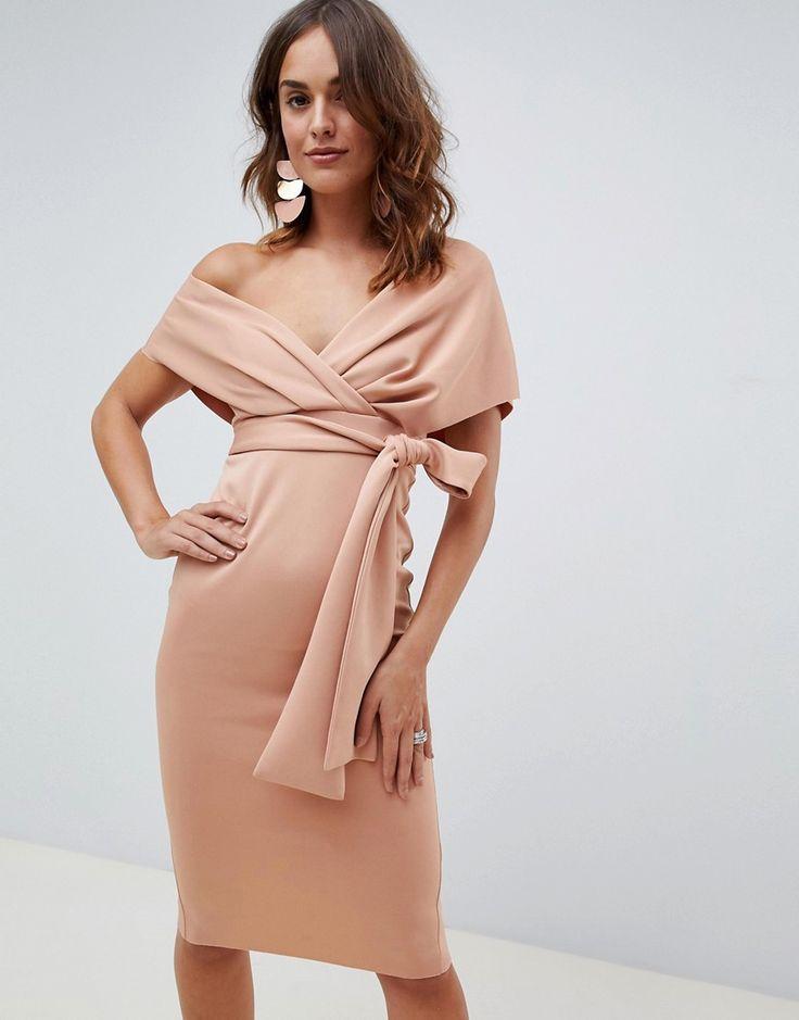 платье с запахом и открытыми плечами