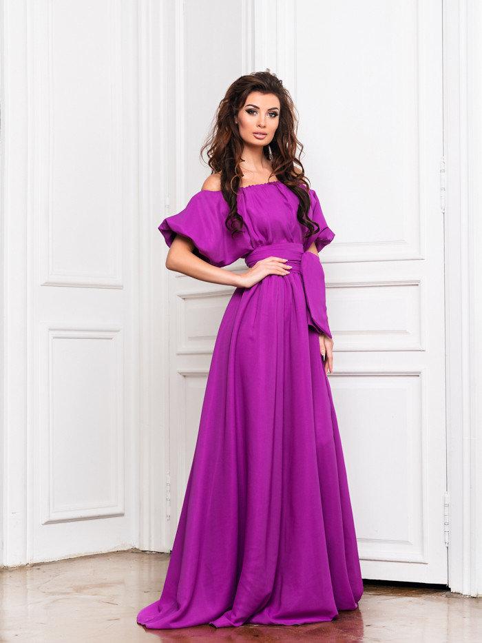платье с открытыми плечами длинное