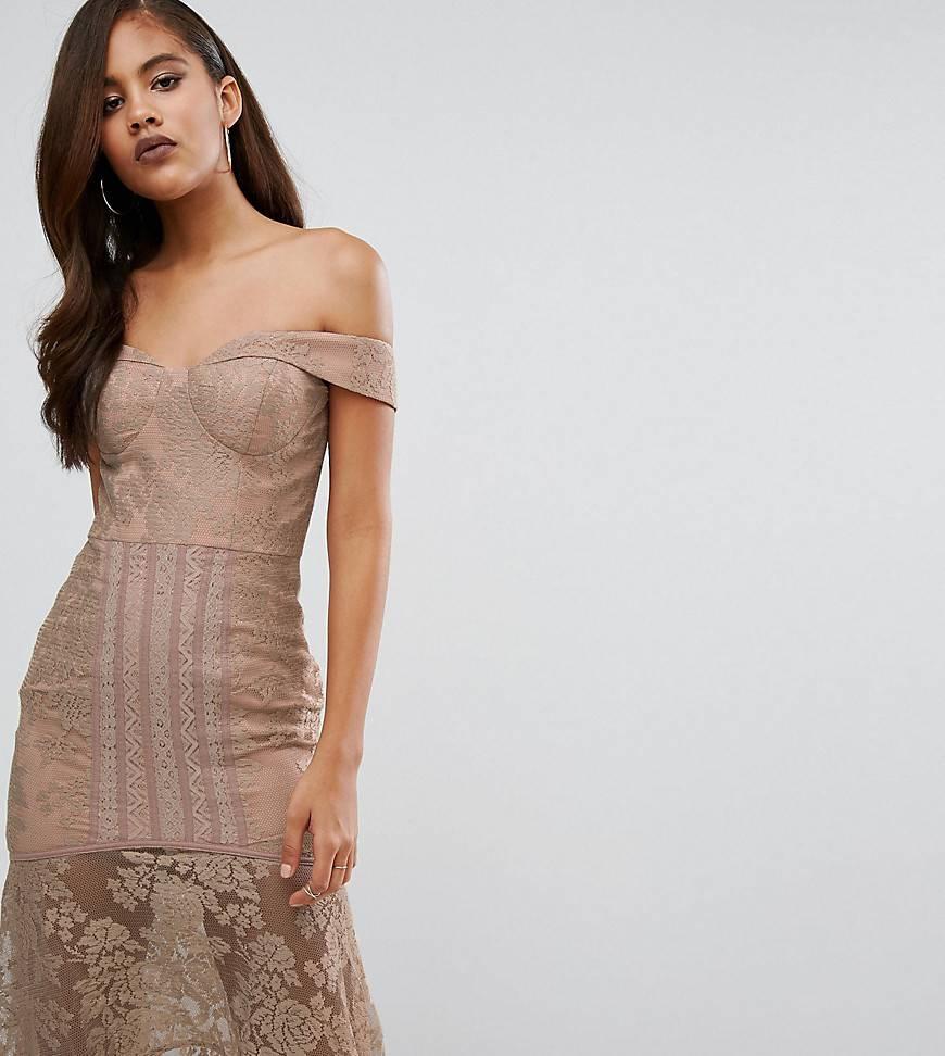 платье с открытыми плечами бежевое