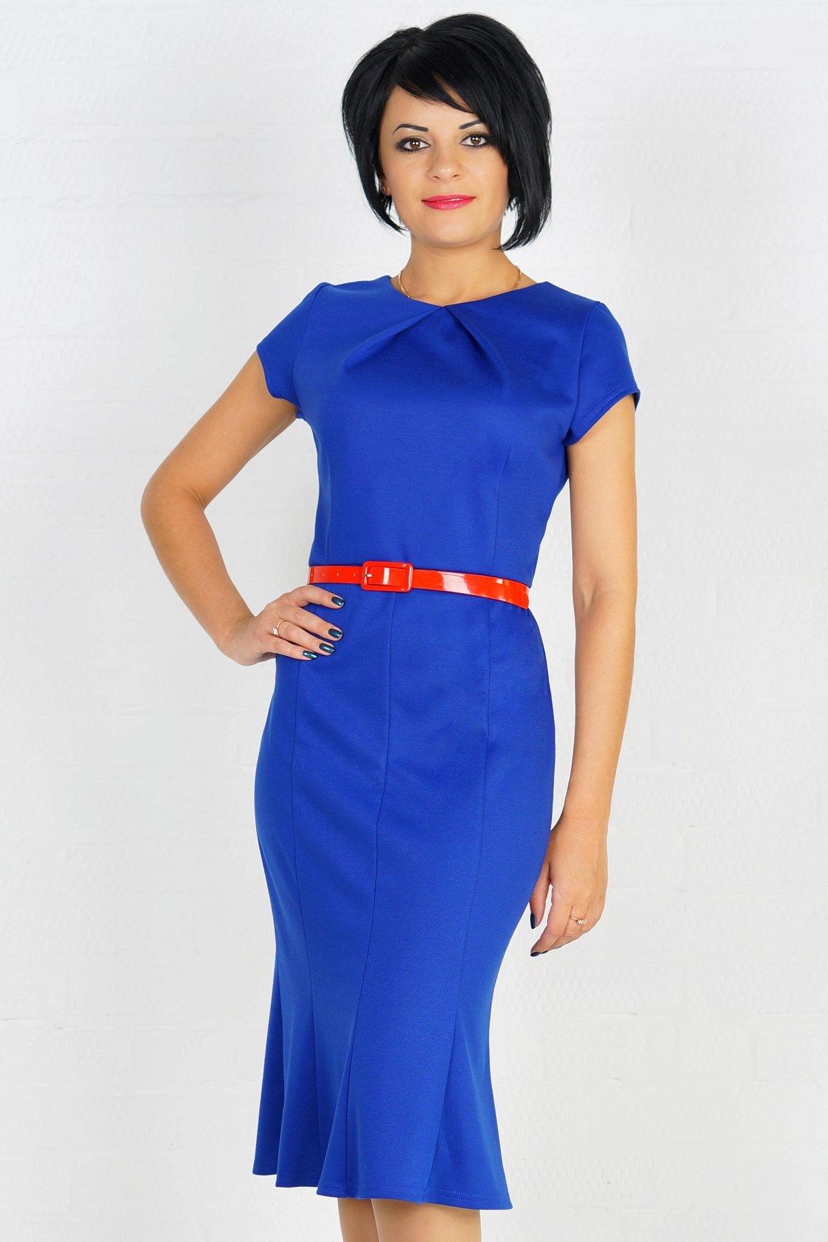 Синее платье с красным поясом фото