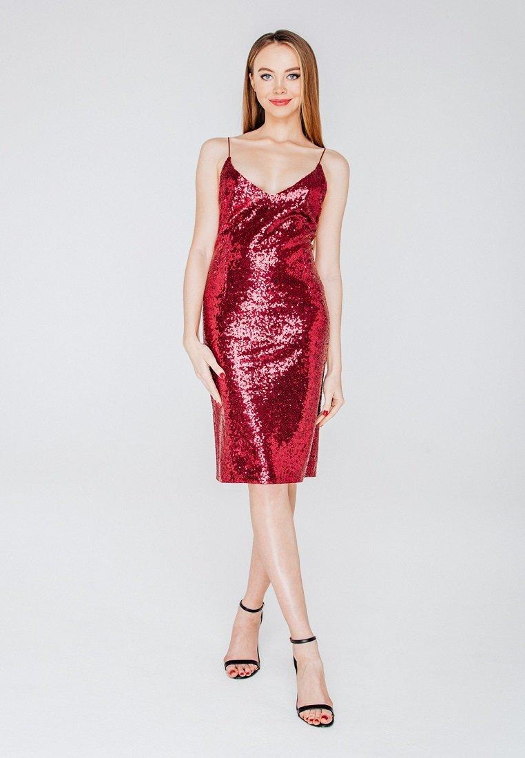 платье с пайетками цвет красный