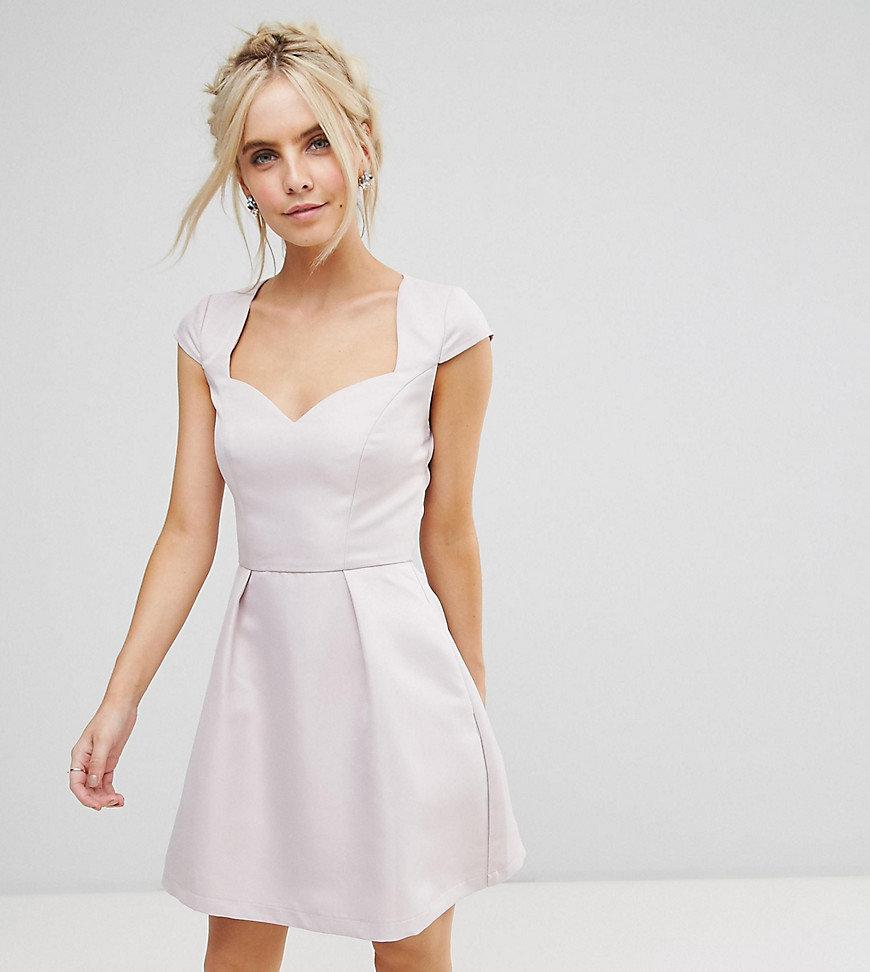 платье с вырезом сердечко