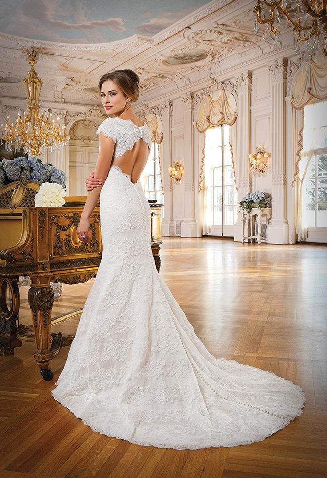 платье свадебное с вырезом на спине