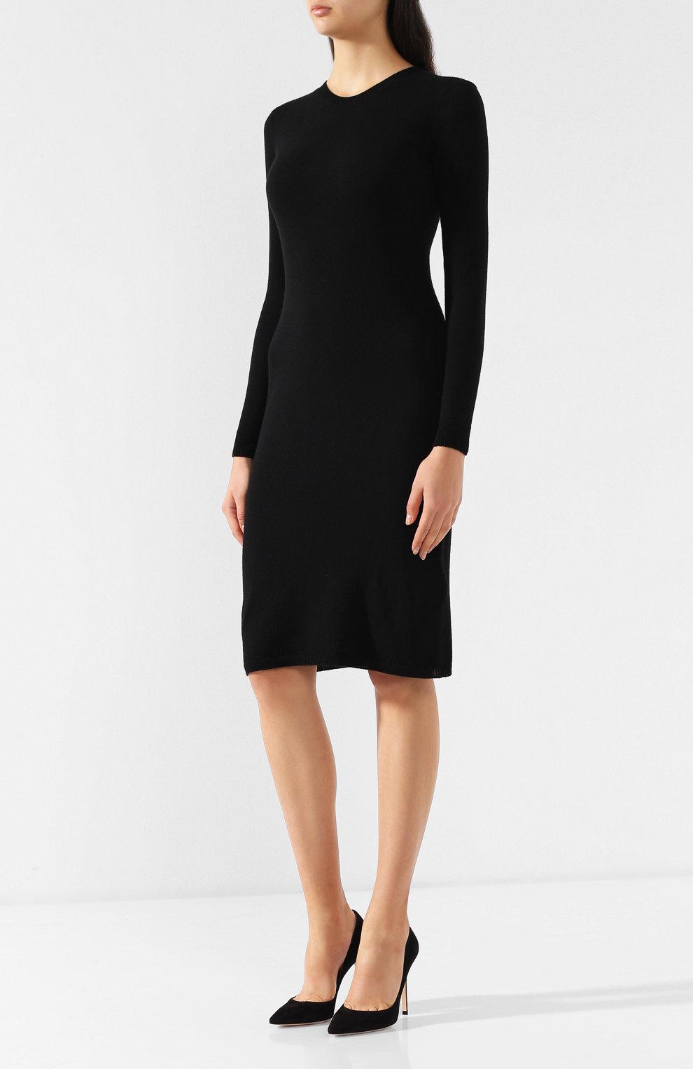 черное платье с круглым вырезом