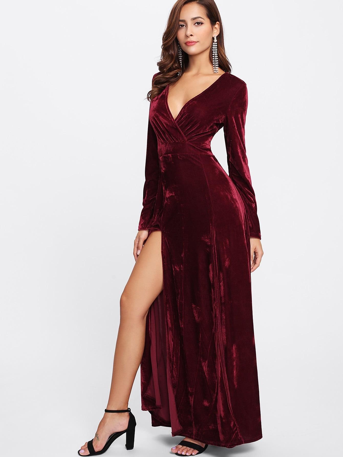 бордовое платье с вырезом по ноге
