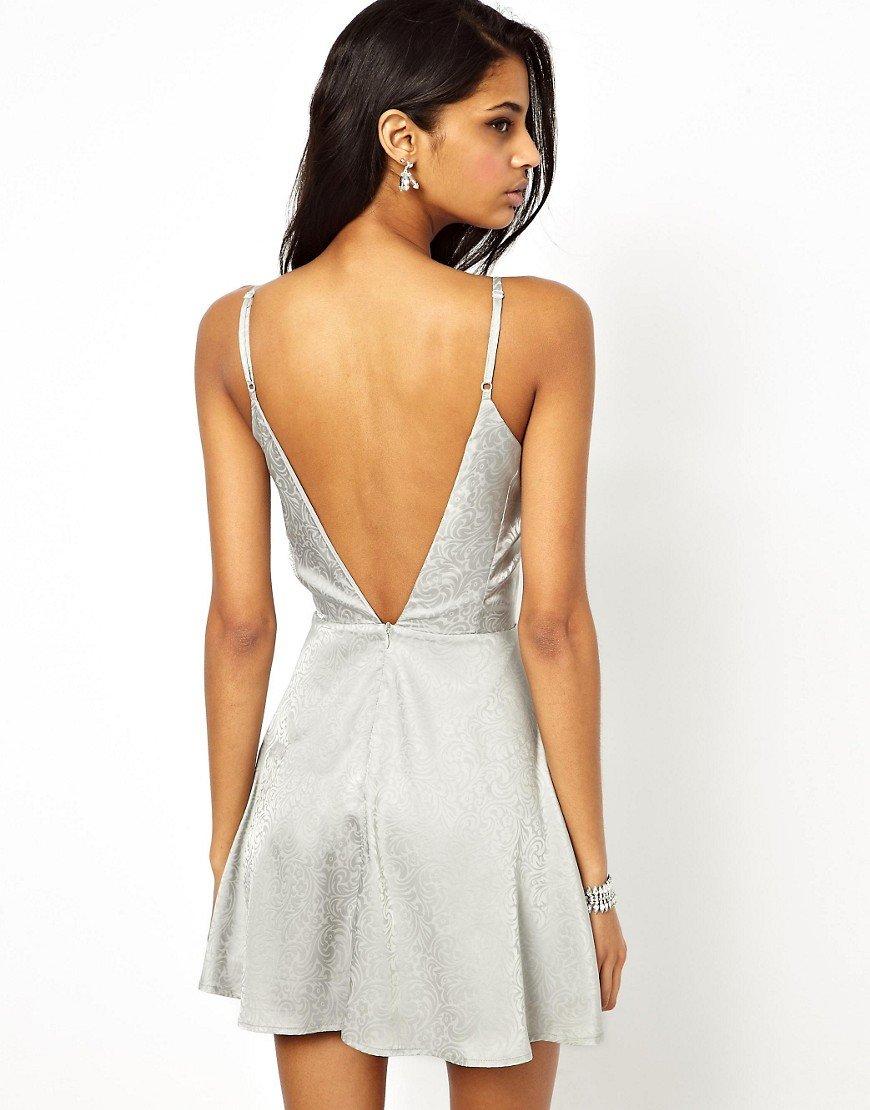 Платье с открытой спиной на тонких бретелях