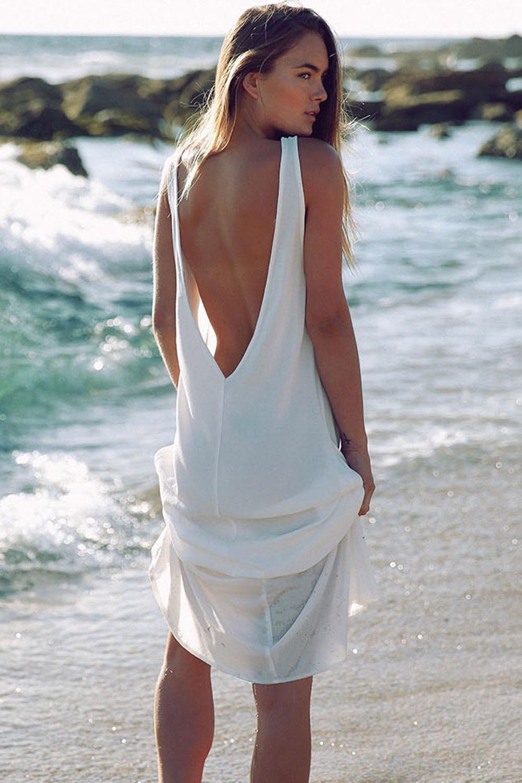 Пляжное платье с открытой спиной