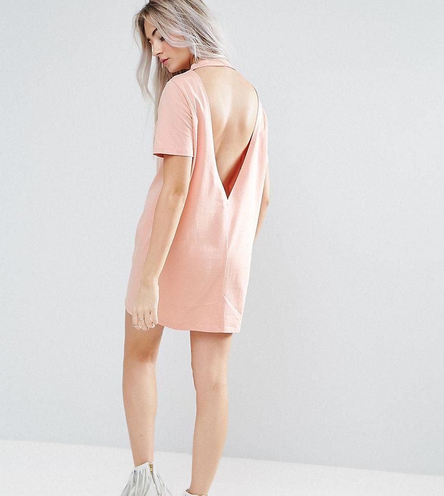 платье с открытой спиной свободное