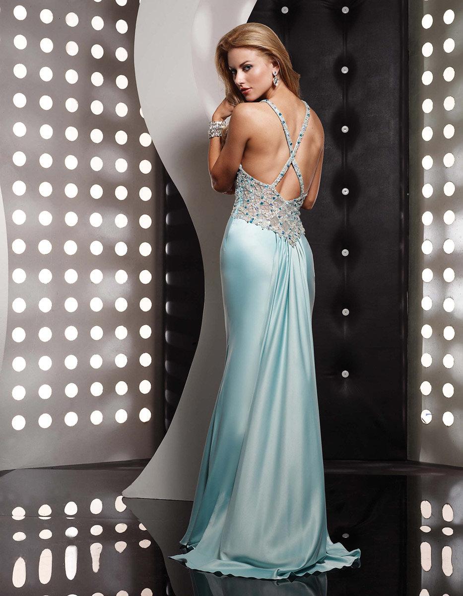 платье с открытой спиной на выпускной голубое