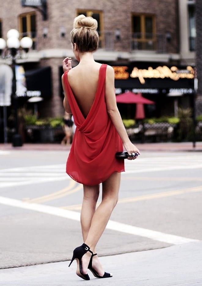 платье с открытой спиной и босоножки