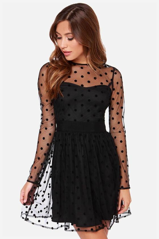 Черное полупрозрачное платье в горошек фото