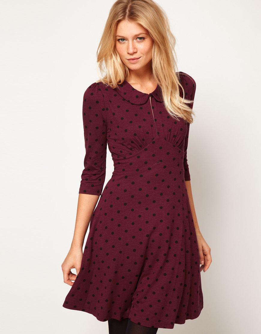 Бордовое платье в горошек фото