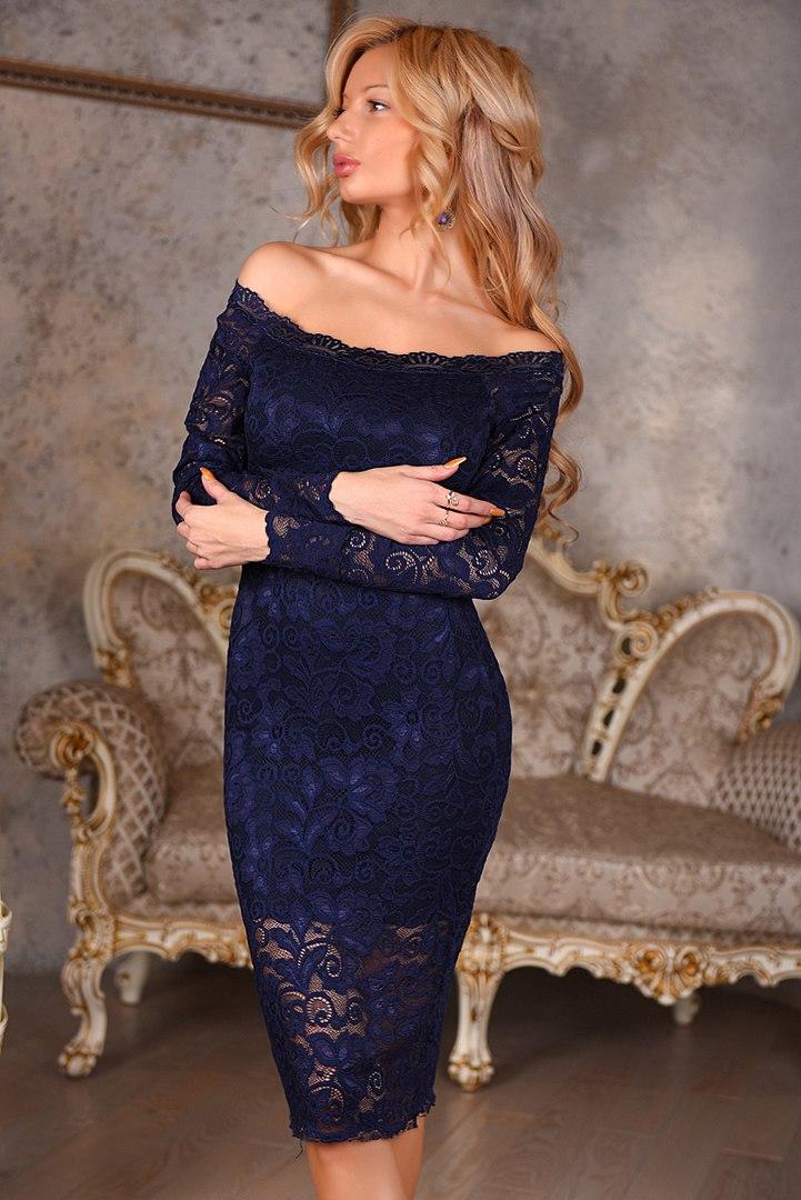 платье из гипюра с открытыми плечами