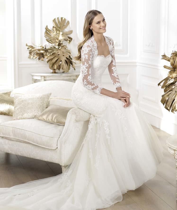 платье из гипюра свадебное с длинным рукавом