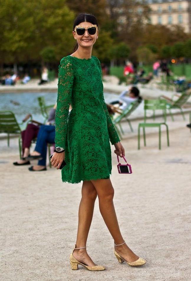 платье из гипюра и босоножки