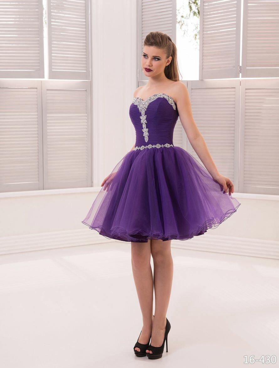 фиолетовое платье с пышной юбкой