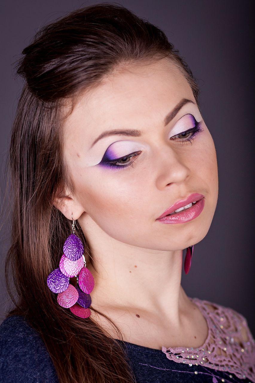 фиолетовое платье и макияж
