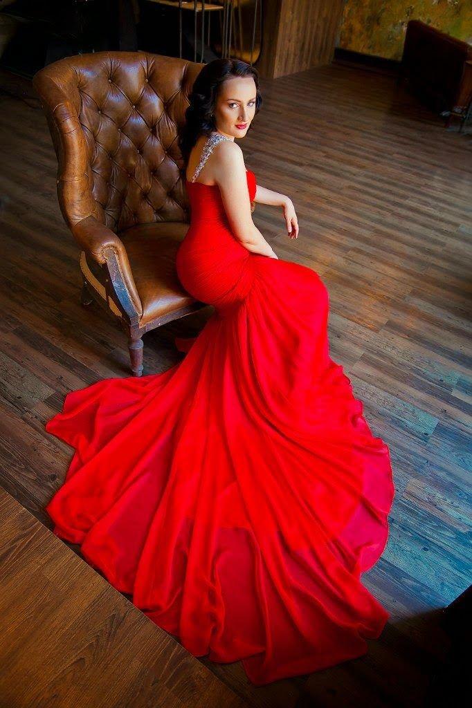 платье со шлейфом красное