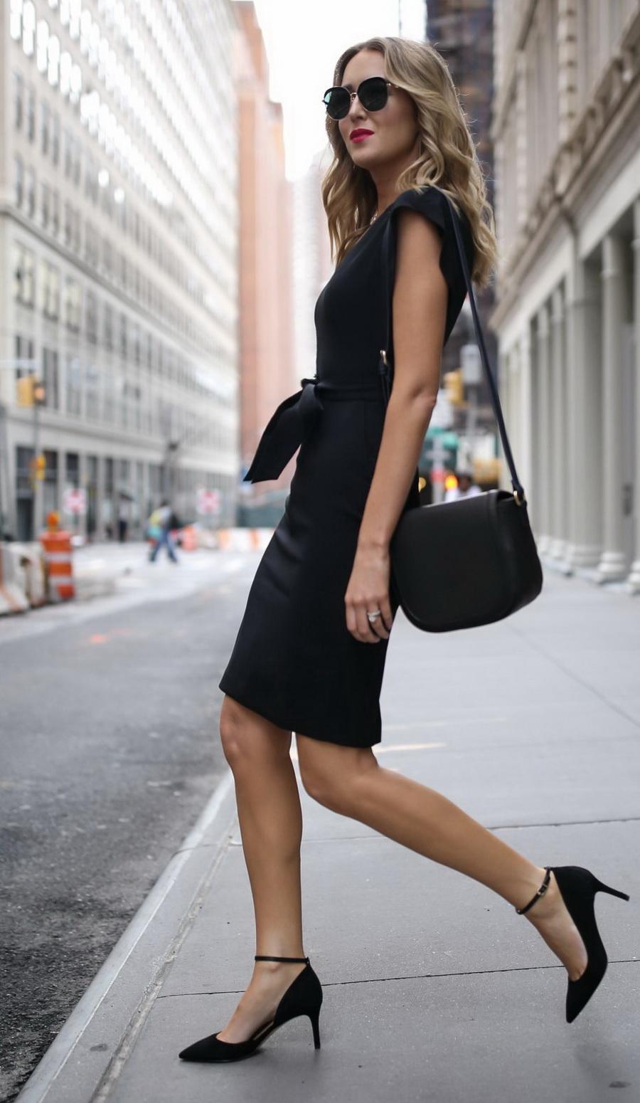офисное платье и туфли на шпильке