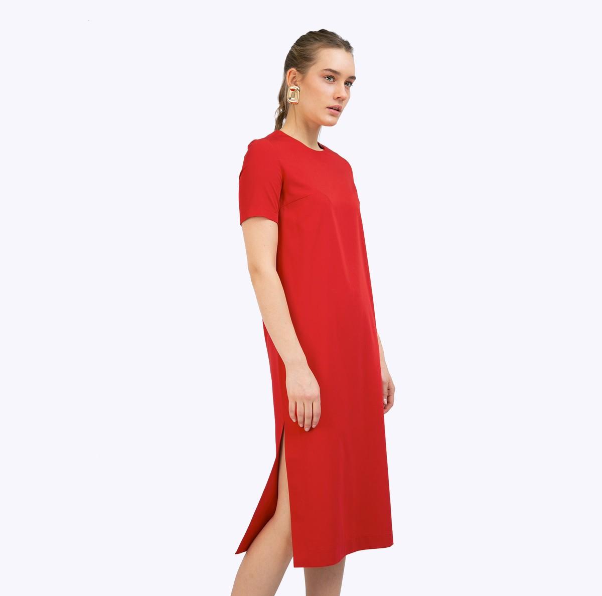 Платье прямого силуэта с разрезами по бокам фото
