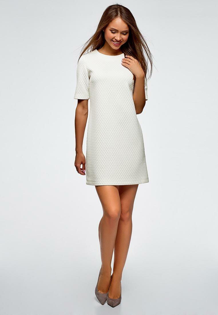 платье прямого силуэта белое фото