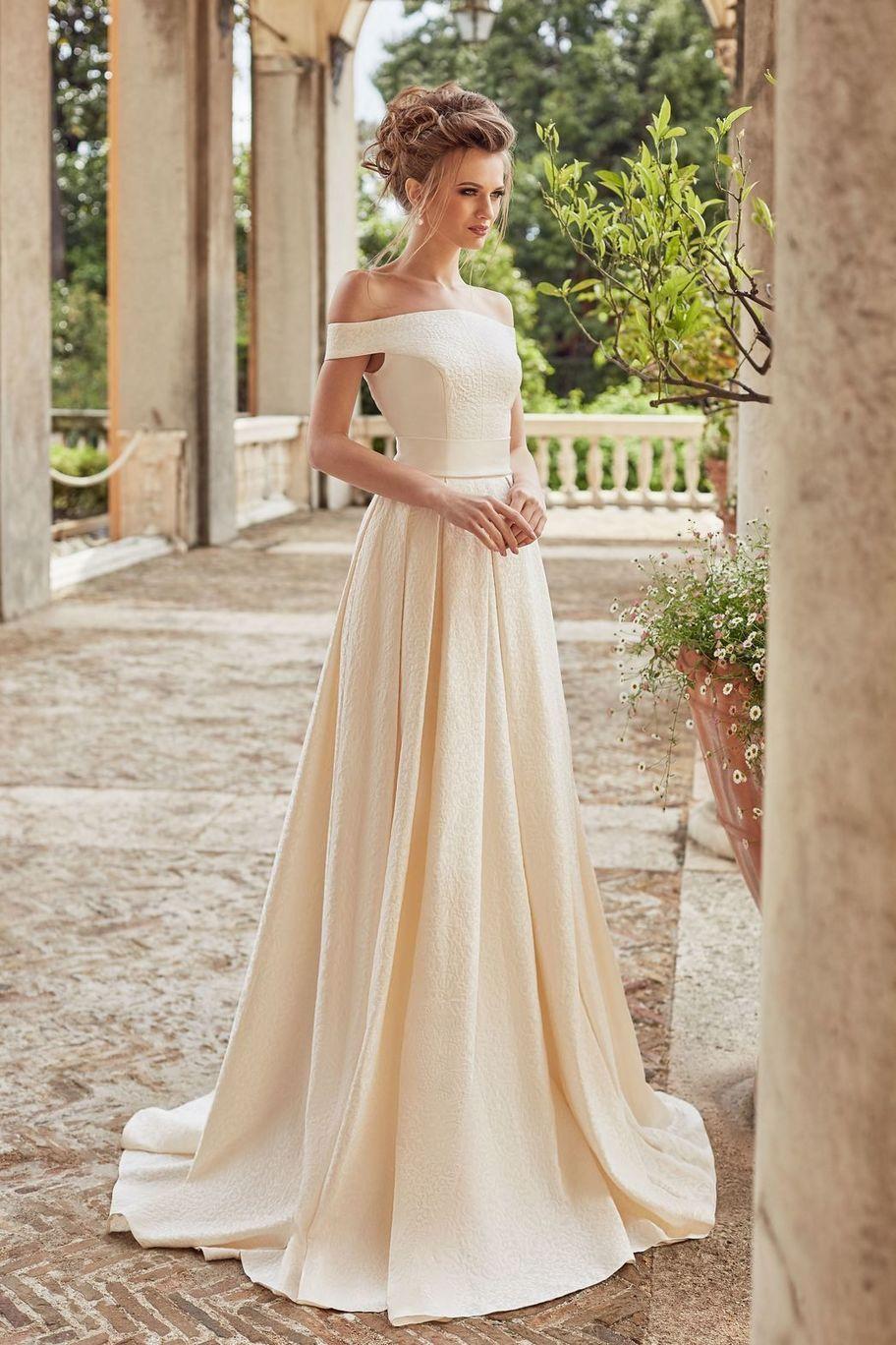свадебное платье кремовое фото