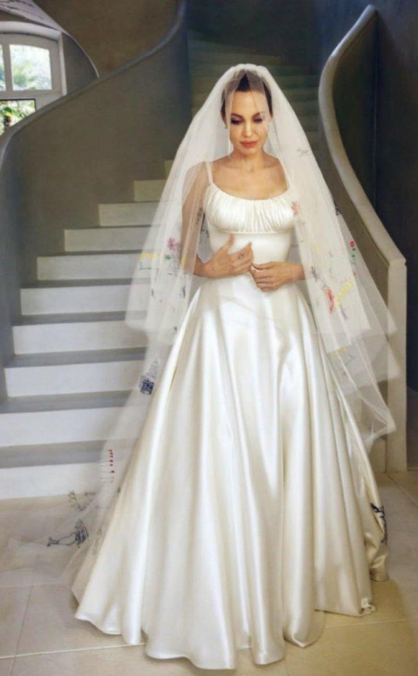 Анджелина Джоли в свадебном платье фото