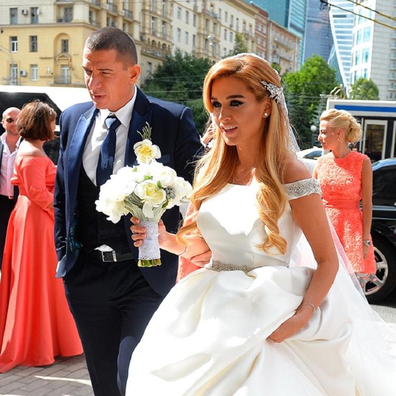 Ксения Бородина в свадебном платье фото