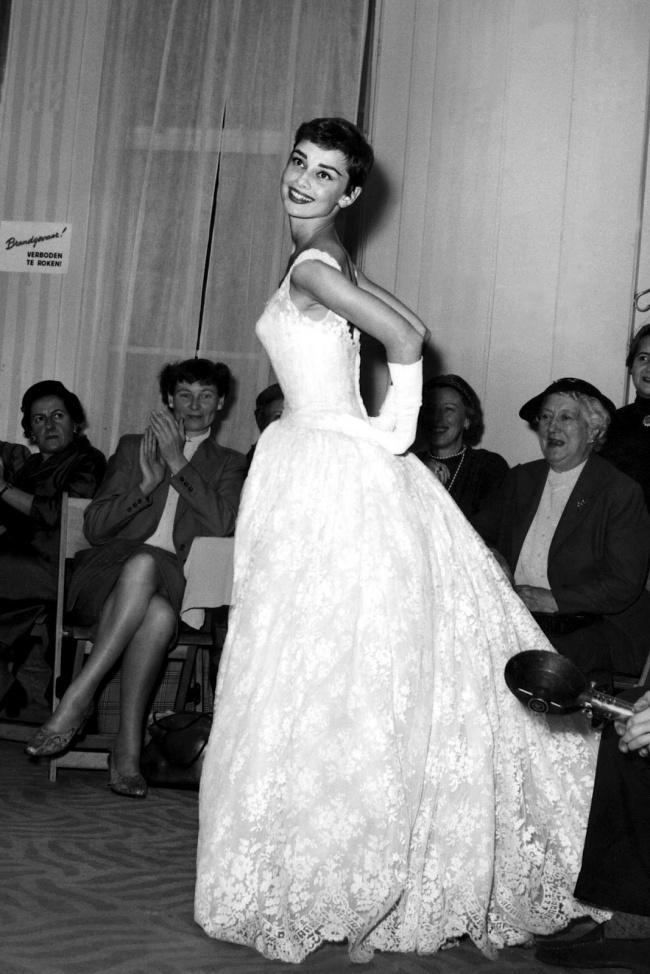 Одри Хепберн в свадебном платье фото