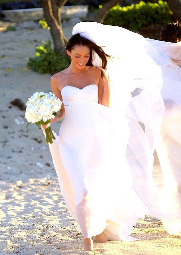 Меган Фокс в свадебном платье фото