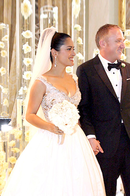 Сальма Хайек в свадебном платье фото