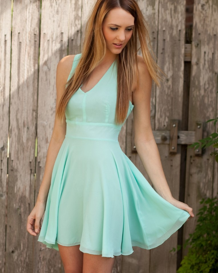 короткое платье мятное