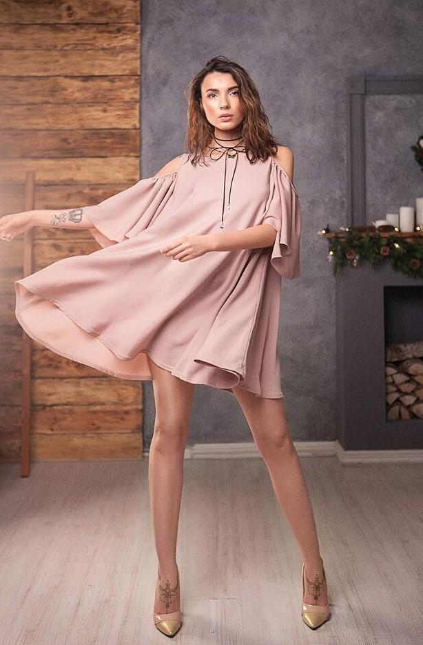 короткое платье пудровое