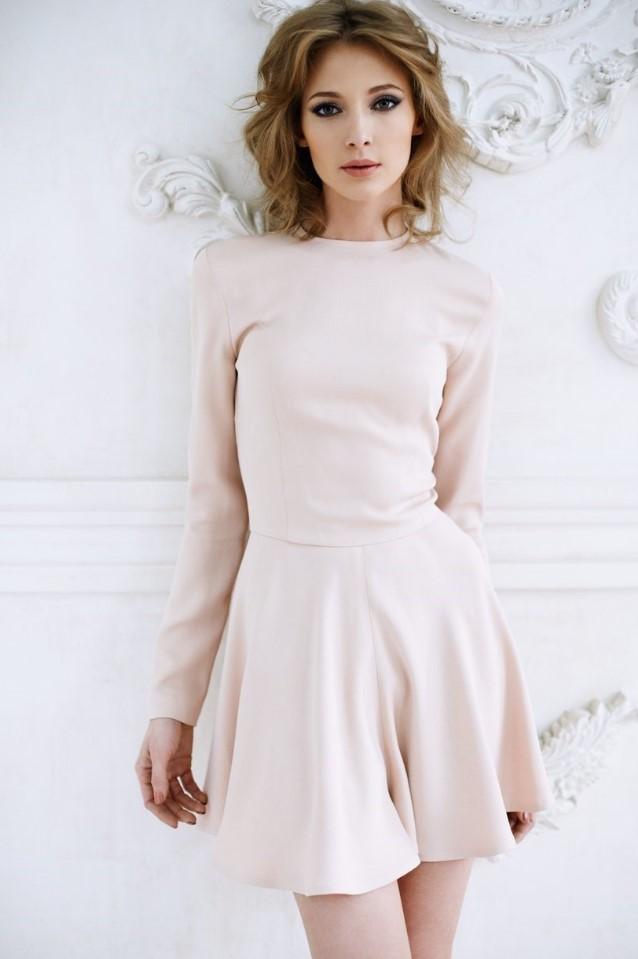 короткое платье бежевое