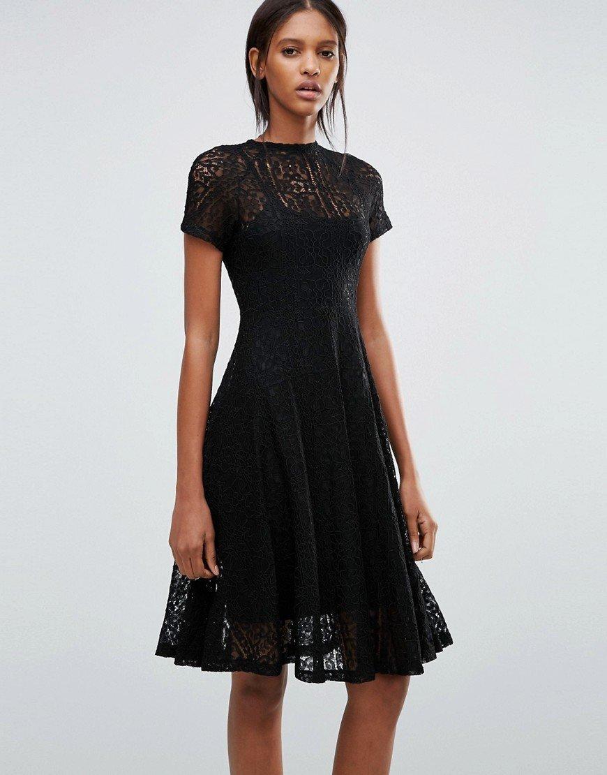кружевное платье расклешенное