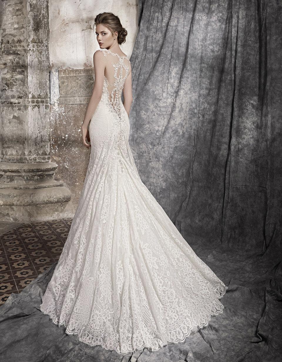 кружевное платье свадебное со шлейфом
