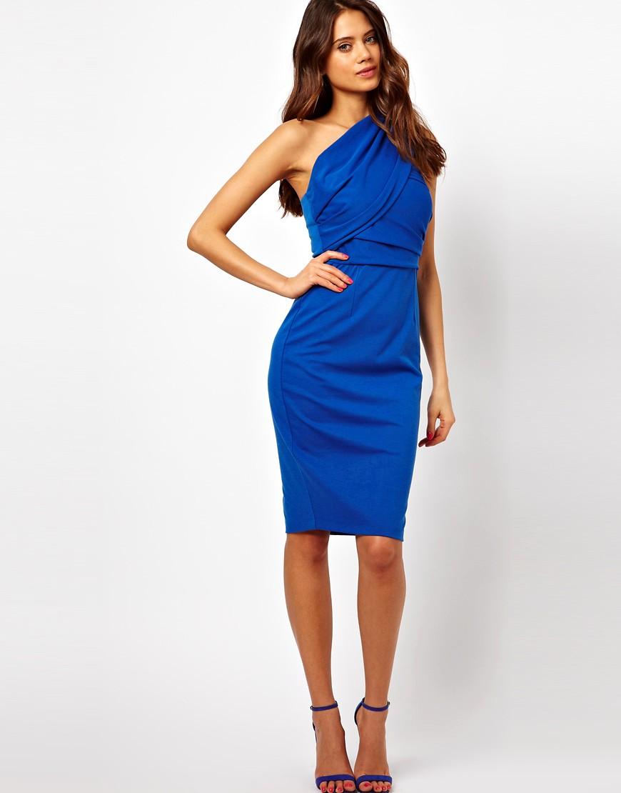 платье футляр на одно плечо