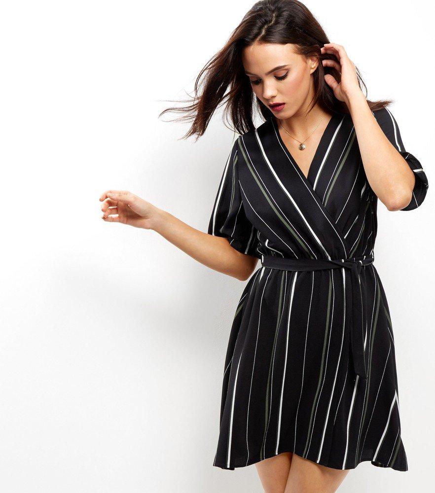 платье с запахом в вертикальную полоску