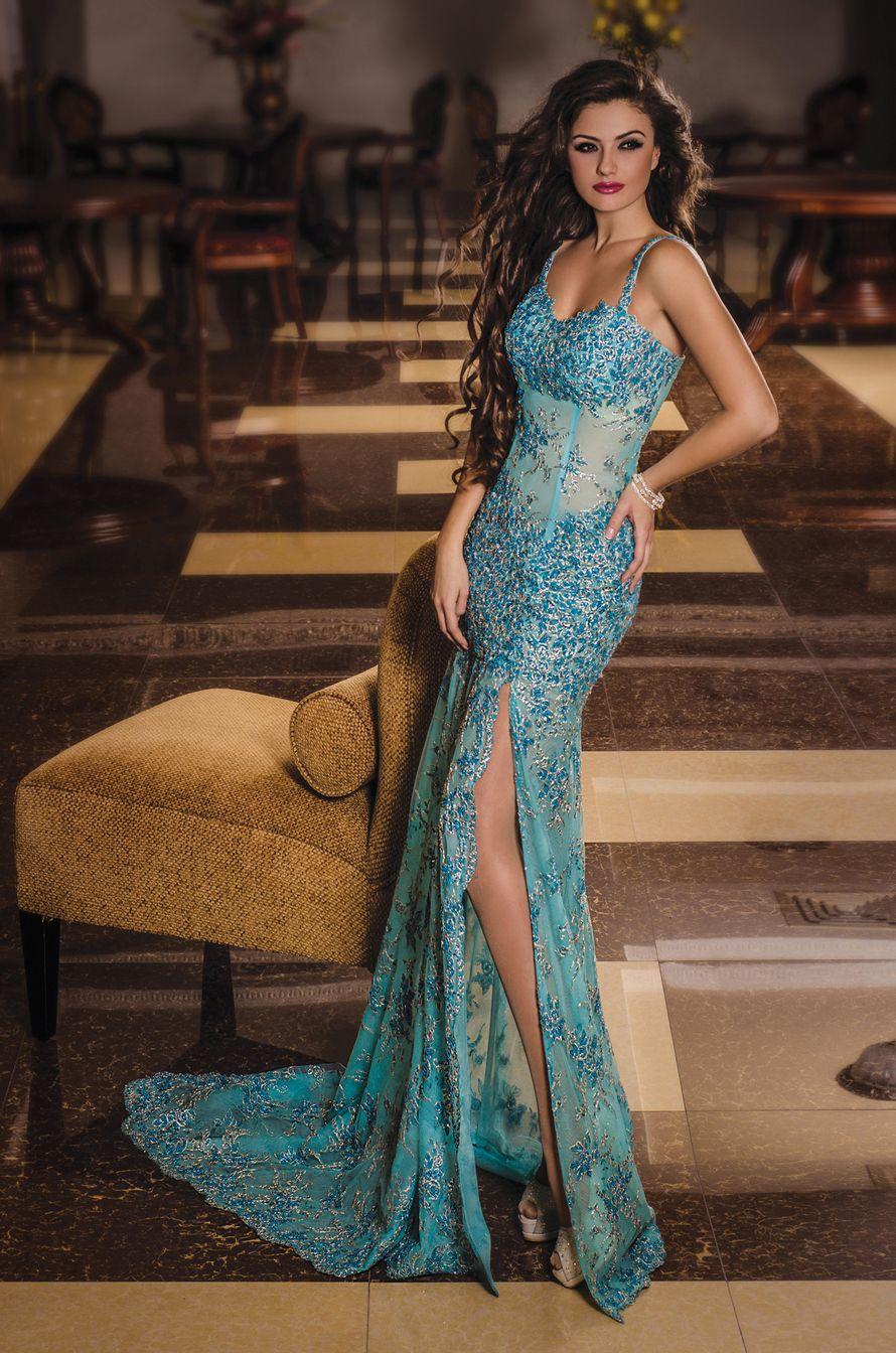 голубое платье Кружевное со шлейфом