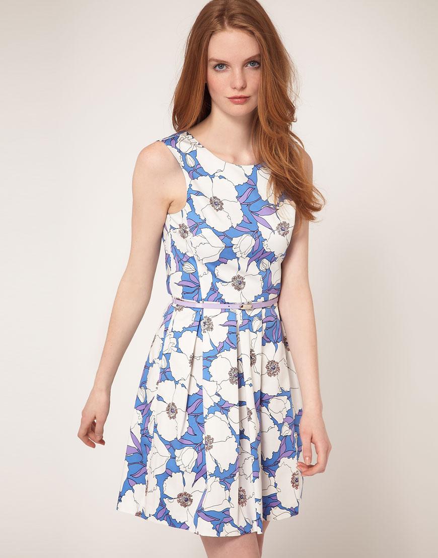 голубое платье с белыми цветами