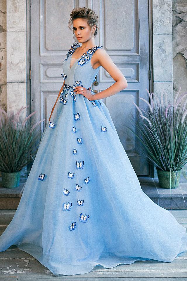 голубое платье с бабочками