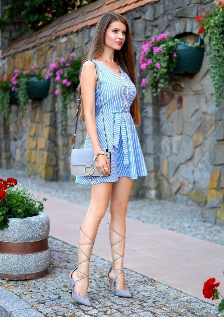 голубое платье туфли