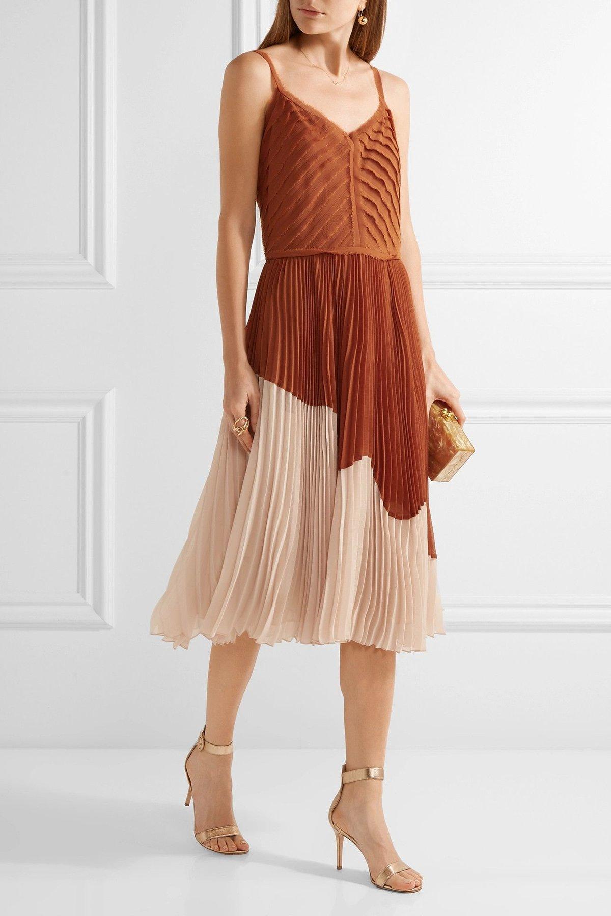шифоновое платье с плиссированной юбкой