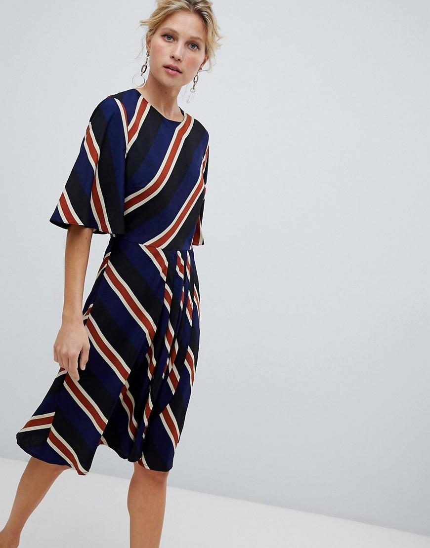 платье в полоску миди