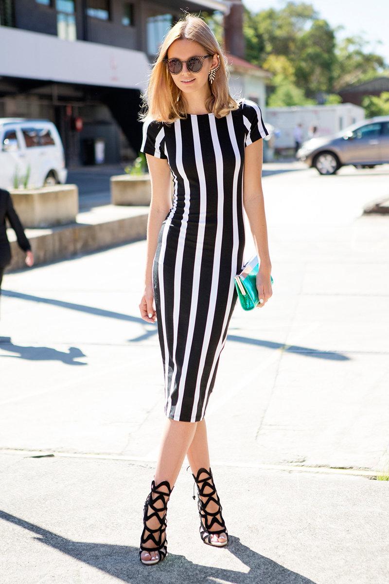 платье в полоску черное