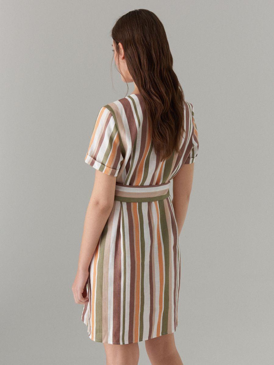 платье в полоску бежевое