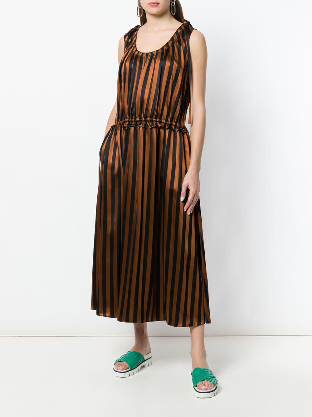 платье в полоску коричневое